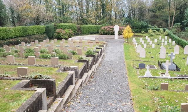 Auf dem Soldatenfriedhof an der ehemaligen Festung Fort George auf Guernsey ...
