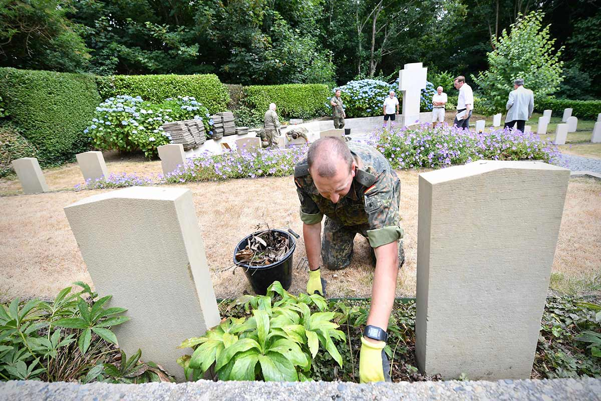 Allied Rapid Reaction Corps repair Guernsey war graves